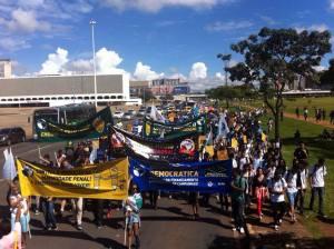 Pela reforma política, educação de qualidade, passe livre, e contra a terceirização e redução da maioridade penal estudantes vão para as ruas de Brasília (DF).